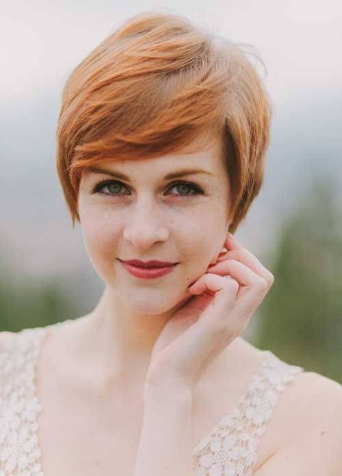 Short Hair Color Ideas: Pretty Straight Pixie Haircut with Side Bangs