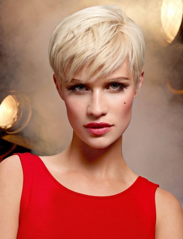 Short Pixie Hairstyle for Long Face Shape
