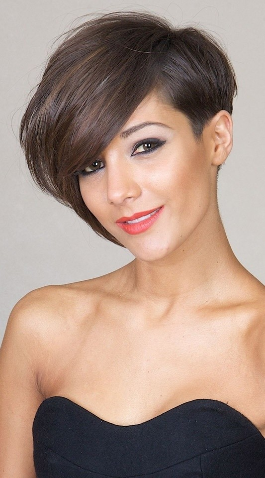 Stylish Short Hairstyles with Side Long fringe