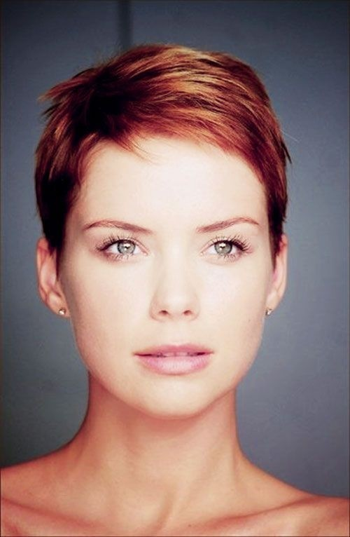 Women Hairstyles for Thin Hair: Very Short Haircut / Via