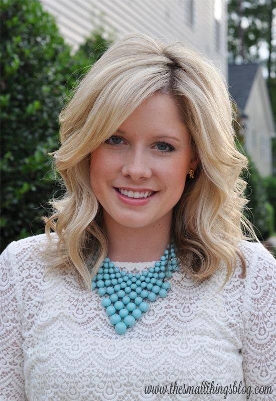 Blonde Wavy Hairstyle for Women - Medium Length Haircuts