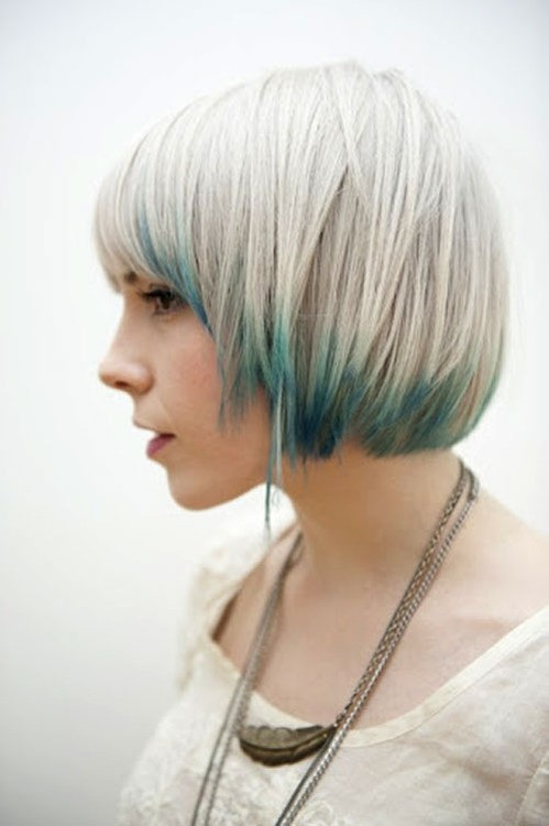 Layered Bob Haircut: Short Straight Hair for Fall and Winter