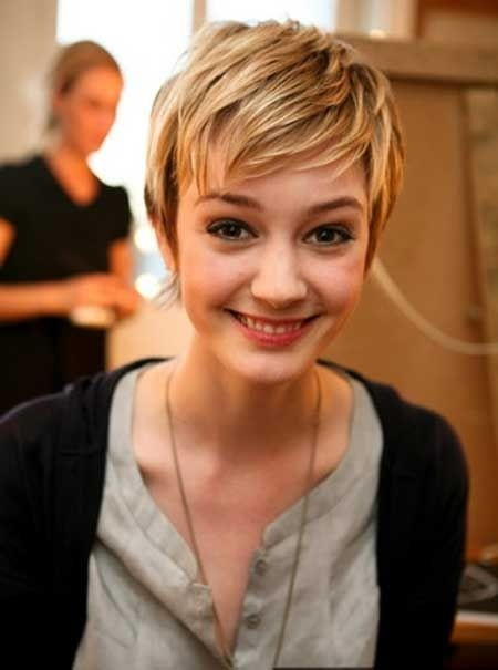 Layered Short Haircut - Cute Pixie Hairstyles for Girls