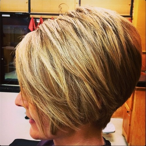 Women Short Haircut for Thick Hair - Best Bob Hairstyles  width=
