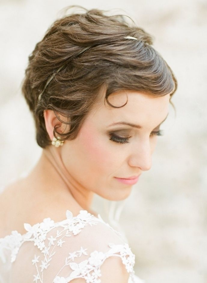 Pretty Short Bridal Hairdo With Bangs Pixie Hair Style