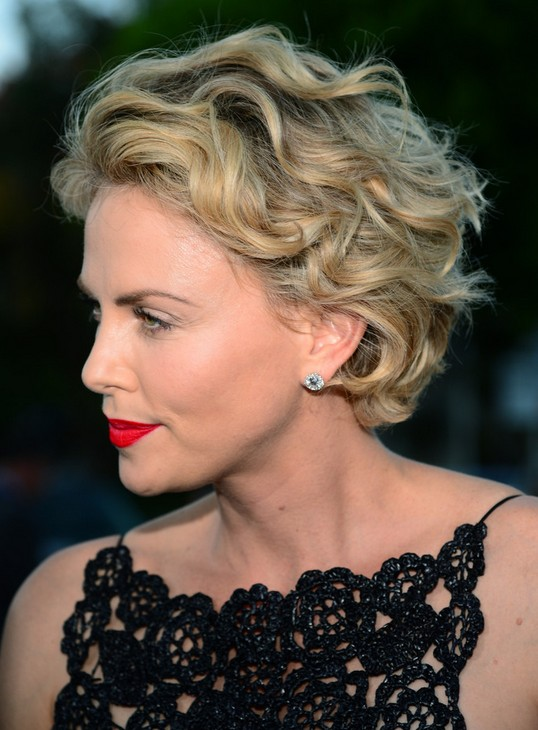 Remarkable 35 Pretty Hairstyles For Women Over 50 Shake Up Your Image Amp Come Short Hairstyles Gunalazisus