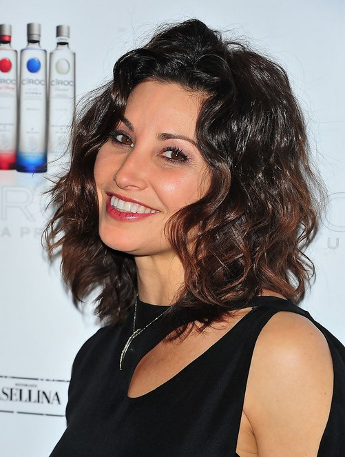 Gina Gershon Short Wavy Hair Style