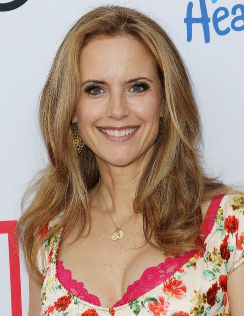Kelly Preston Medium Haircut - Women Medium Haircuts for Thick Hair