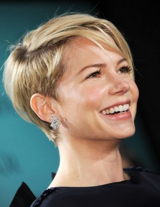 Michelle Williams Short Hair Style: Celebrity Pixie Haircuts / Via
