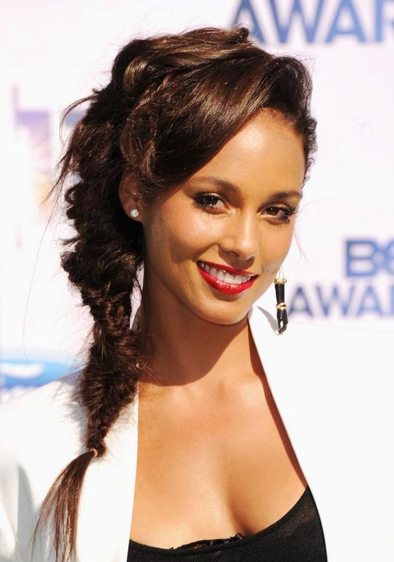 Alicia Keys French Braid: Stylish Messy Side Braid