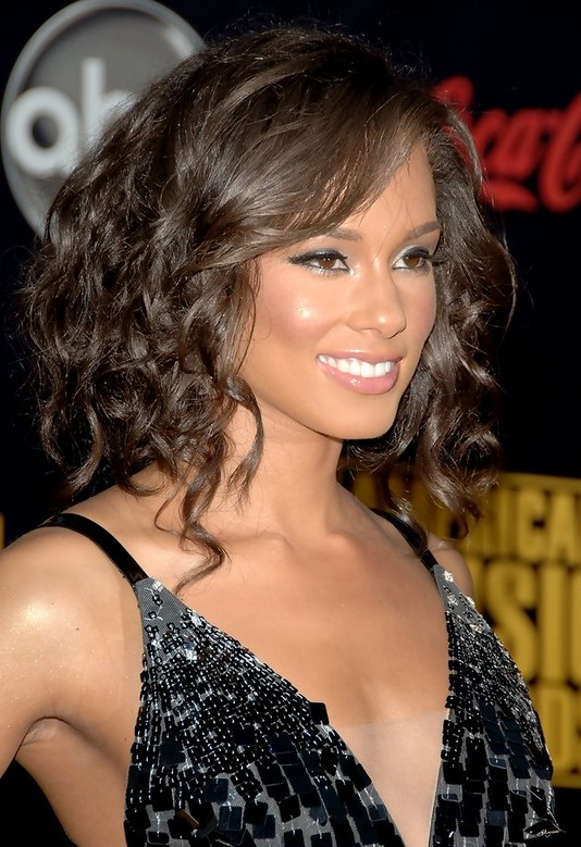 Alicia Keys Medium Haircut Brown Curls Popular Haircuts