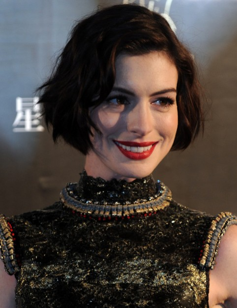 Anne Hathaway Short Hairstyle - Chic Wavy Bob Haircut