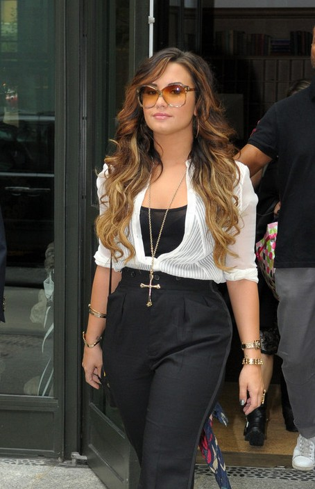 Demi Lovato Ombre Hair: Casual Long Hairstyle