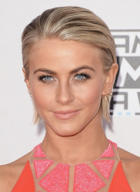 Julianne Hough Short Straight Hair Style - Summer Haircuts for Women Short Hair