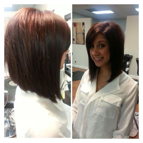 Long Angled Bob: Medium Length Haircut Ideas / Via