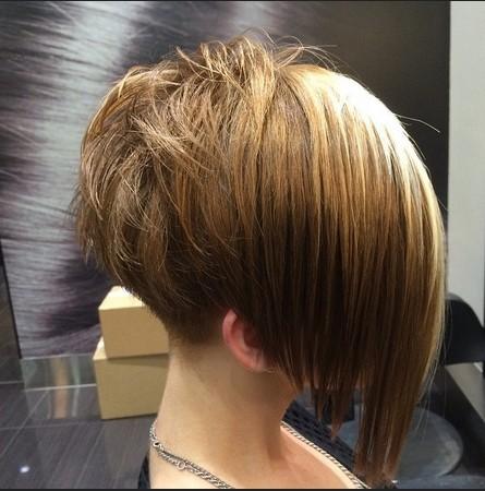 Élégant Court Bob Coiffure pour les Cheveux raides - Femmes Coupe de cheveux Idées