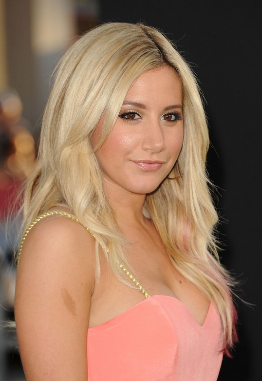 Ashley Tisdale Layered Cut: Casual Blonde Long Hair