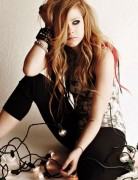 Avril Lavigne Long Hairstyle: voluminous hair, punk bracelets & dark eyes