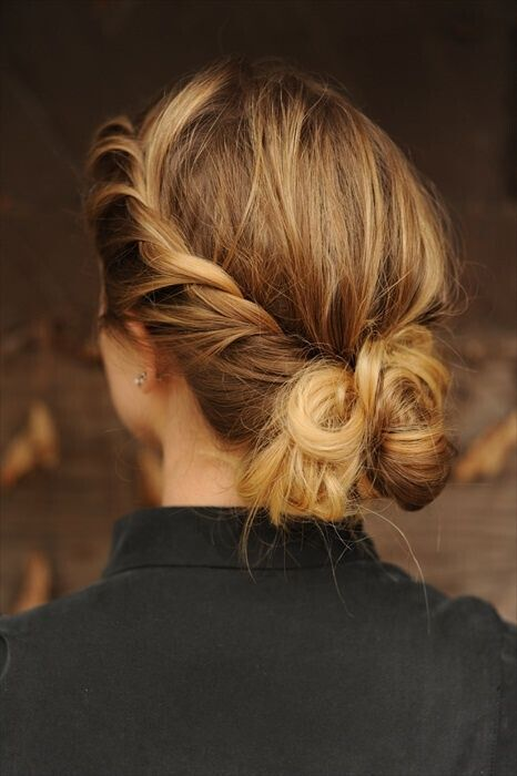 Cute Messy Bun Updos - Casual Everyday Hairstyle Ideas for Medium Hair