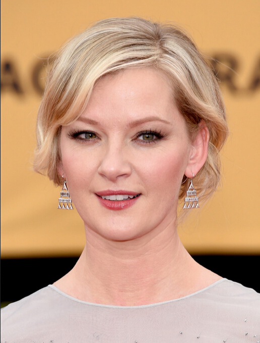 Gretchen Mol Short Hair Style - Short Wavy Cut for Women Round Face