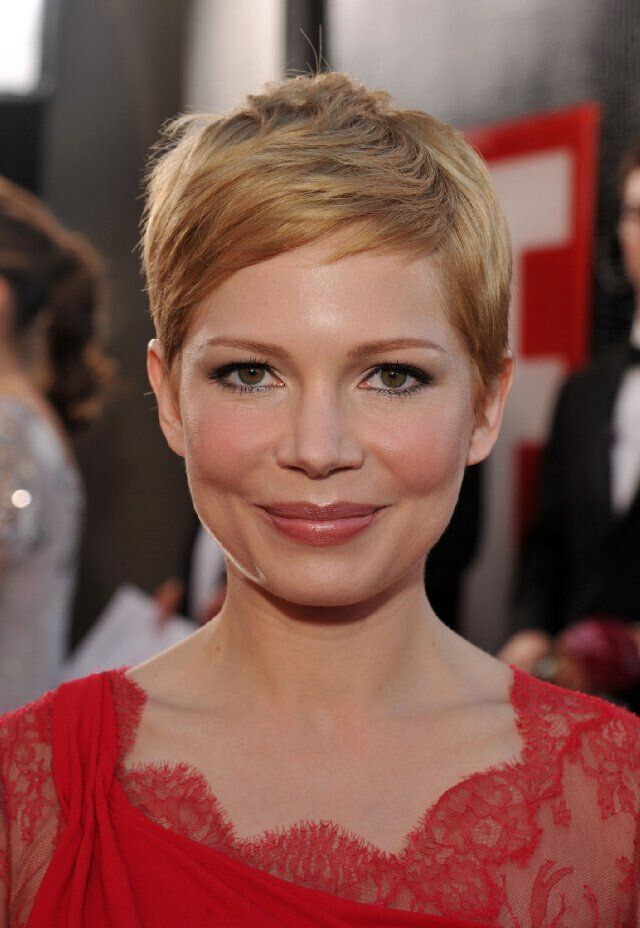 Michelle Williams Short Haircut - Pixie Hairstyles for Round Face Shape