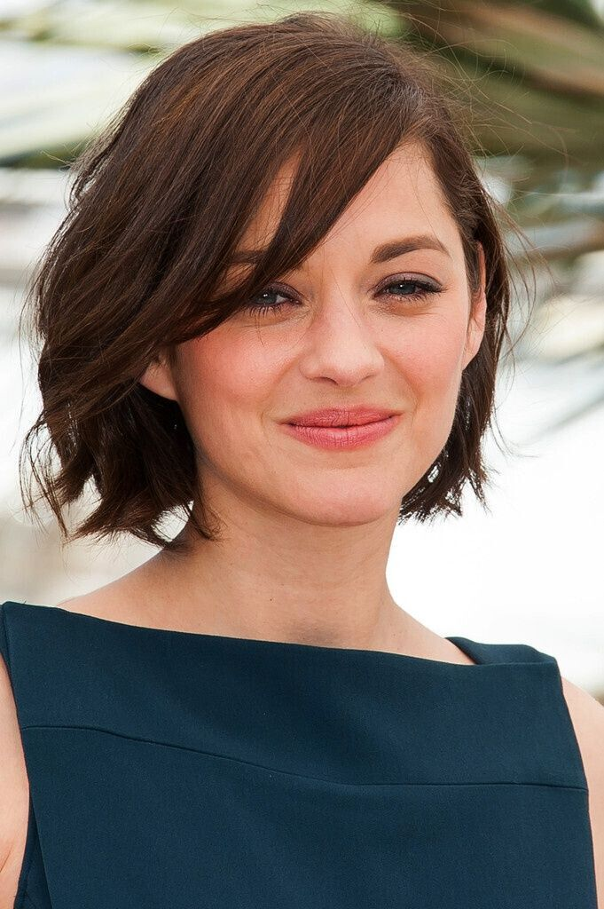 Short Wavy Hairstyles with Round Face Shape - Women Haircut Ideas