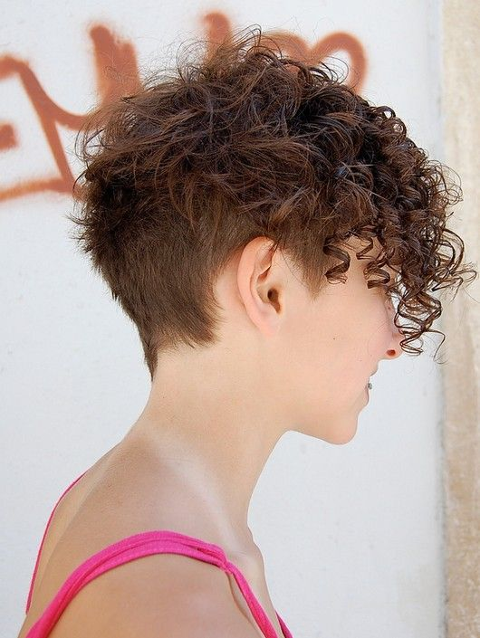 20 Gorgeous Wavy and Curly Pixie Hairstyles  Short Hair Ideas ... c6a219fcc635