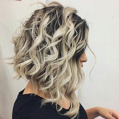 Messy Wavy Hair Style