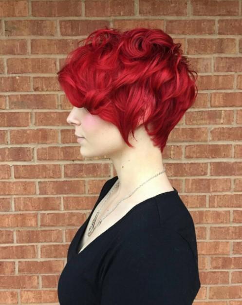 22 Trendige Kurzfrisur Ideen für 2018: Gerade, lockiges Haar