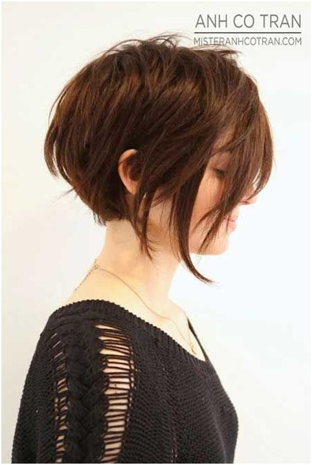 Sweet graduated bob cut for women