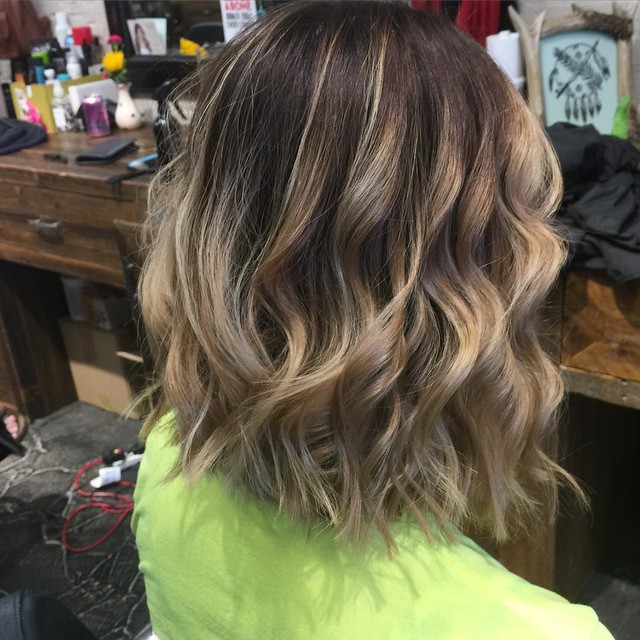 Back View Of Medium Messy Bob Hairstyle With Highlights Popular