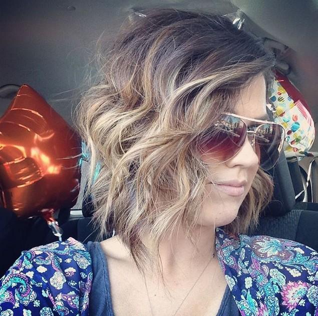 balayage choppy bob hairstyle with waves glasses