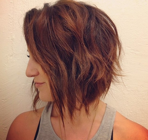 Soft wavy graduated bob hairstyle with beachy waves