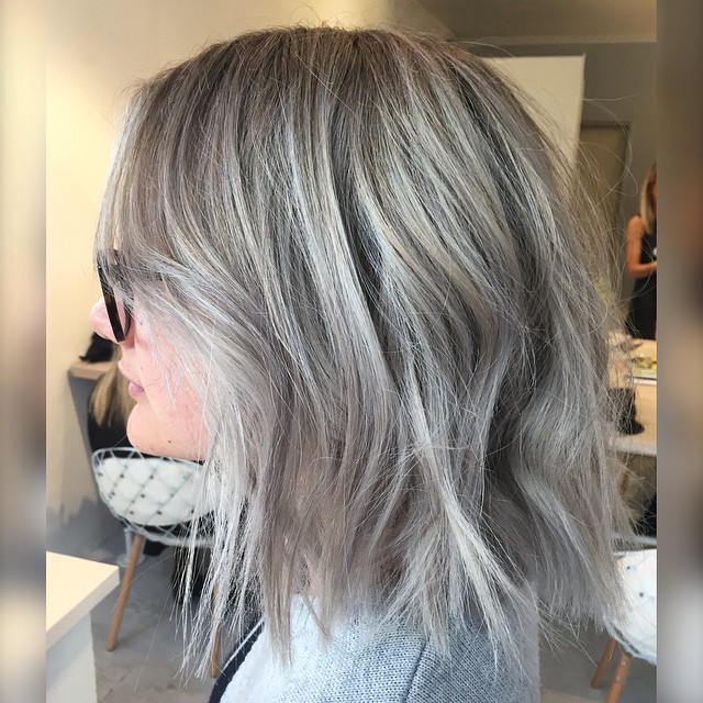 messy layered medium hairstyle for thick hair