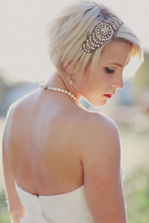 Lovely Short Blonde Straight Hairstyle for Wedding