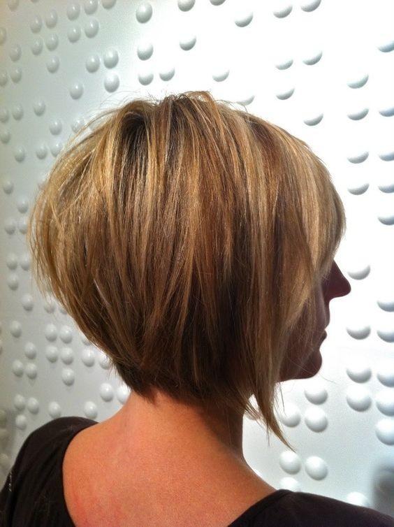 20 Sexy Stacked Haircuts für kurzes Haar: Sie können leicht kopieren