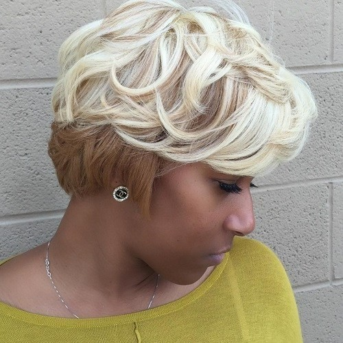 Two-Tone Blonde Wavy Hairstyle for Short Hair - African American Natural Hairstyles