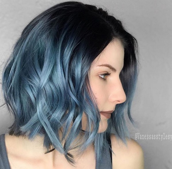Short Bob Haircut with Wavy Hair - Ombre Hairstyle for Women