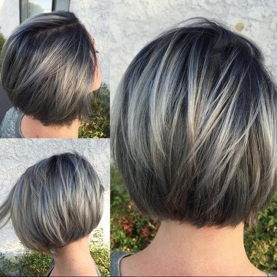 Superbe Gris Court Bob Coupe de cheveux avec des Cheveux raides - Balayage Coiffures Courtes pour les Femmes et les Filles
