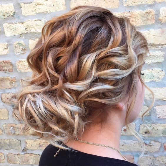 Loose Curly Updo Is Perfect For A Wedding