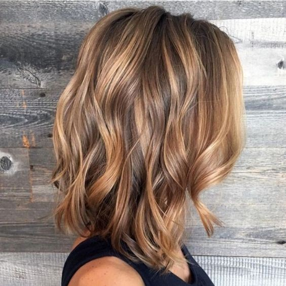 Medium Wavy Haircut For Women Balayage Hairstyles With Shoulder