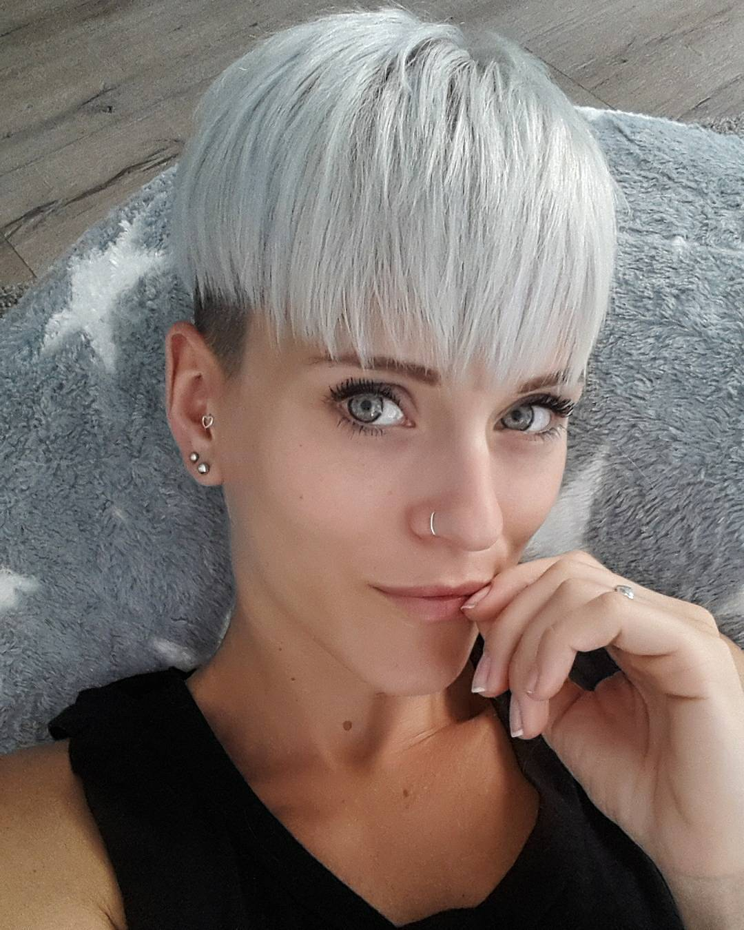 10 Short Hairstyles for Women Over 40 - Pixie Haircuts 2020