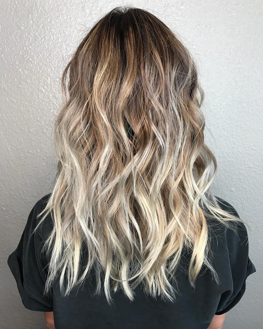 10 stilvolle mittlere wellige Frisuren - Bewerten Sie die Schönheit Ihres Haares
