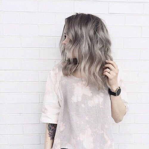 10 Latest Medium Wavy Hair Styles For Women Shoulder Length