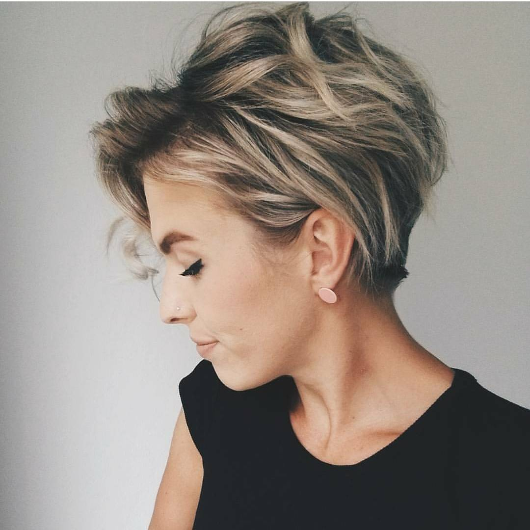 Trendy Messy Hairstyles for Short Hair Women