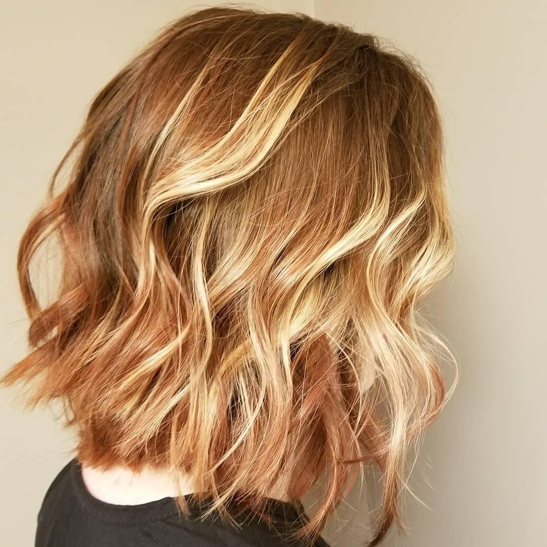 Meilleur Ondulé Épaule Coiffures de Longueur, Moyenne Idées de Coupe de cheveux pour les Femmes et les Filles