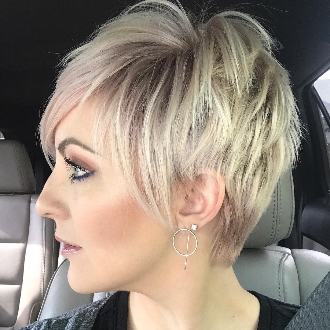10 schmeichelhafte kurze gerade Frisuren