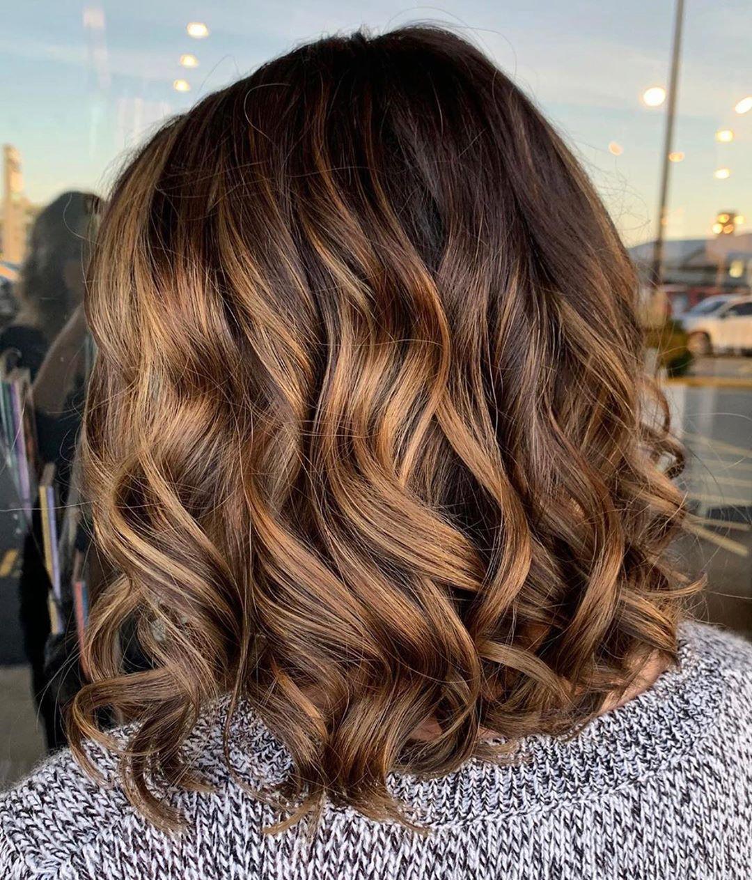10 medium length haircuts with wavy hair  women wavy hair