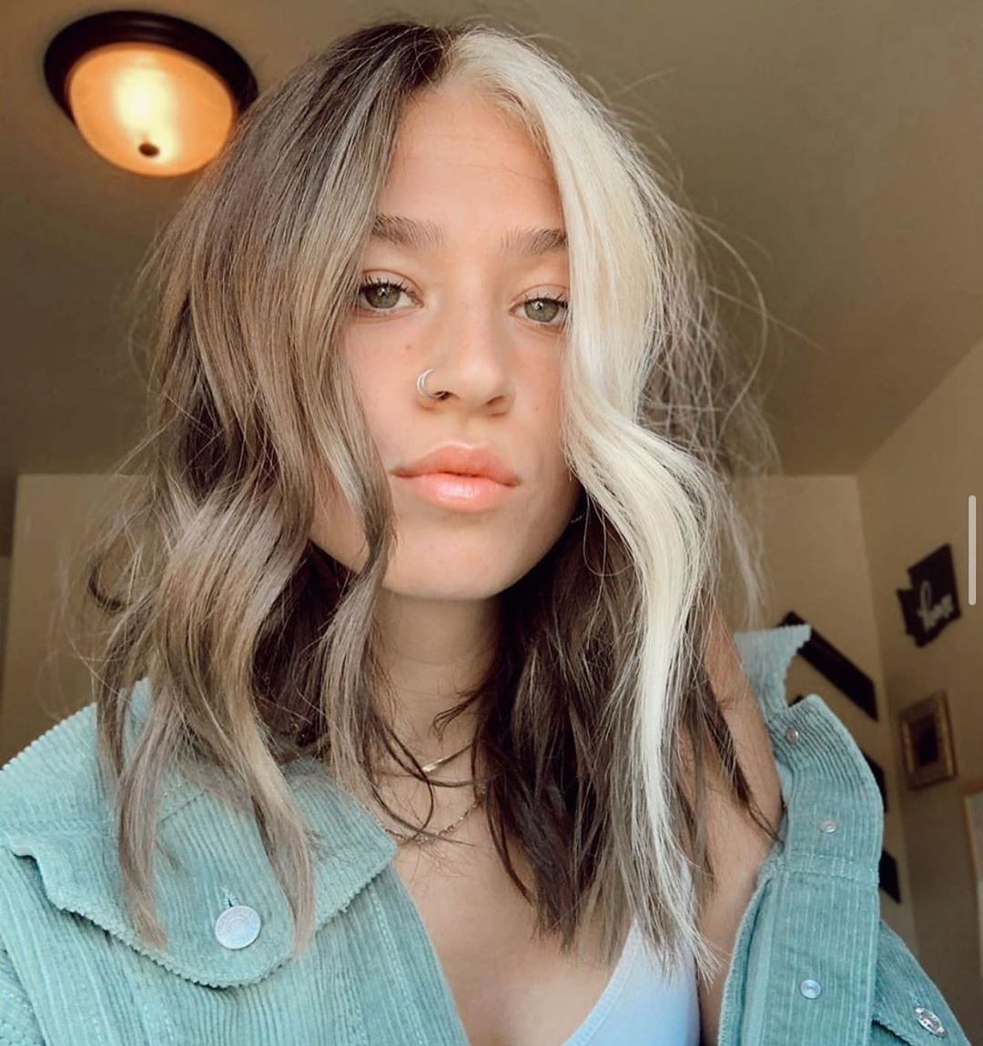 Pretty Medium Length Wavy Haircut Ideas - Women Shoulder Length Hairstyle Designs 2021 - 2022