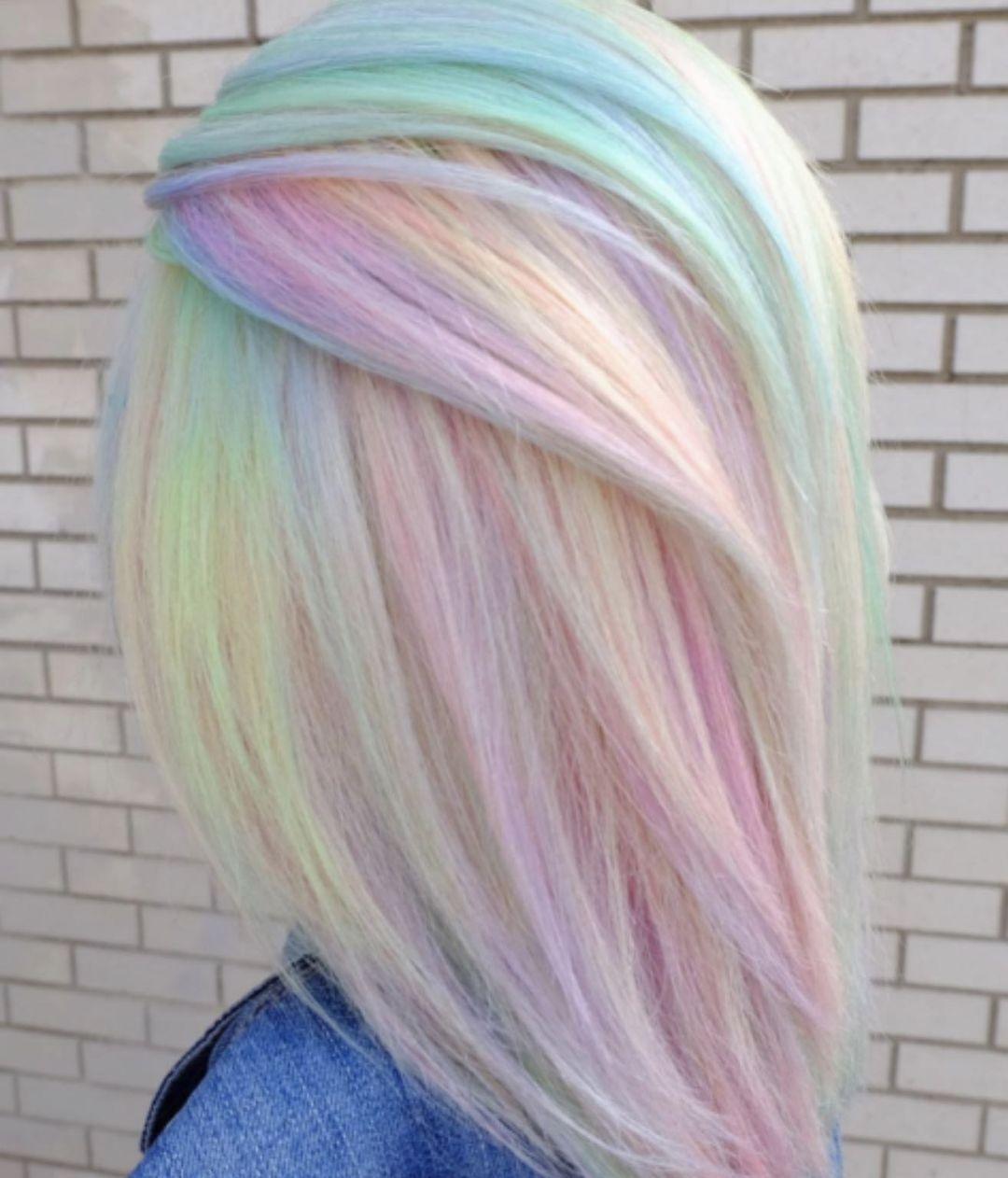 Mittellanger Haarschnitt für Frauen und kreative Ideen für Haarfarben für den Sommer 2021-2022
